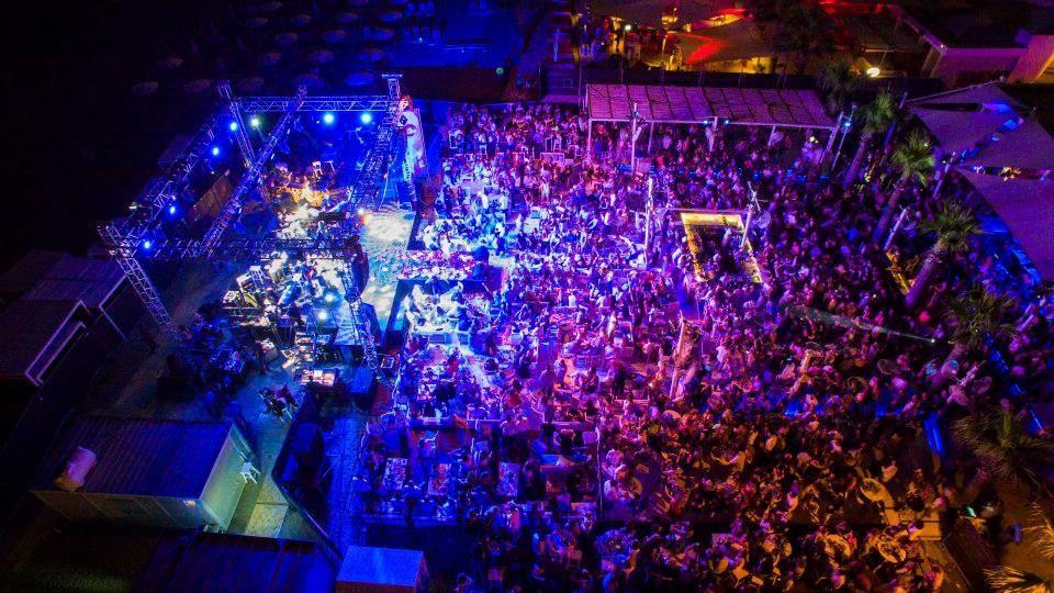 Lush Beach Bar Resto Oikonomopoulos Live