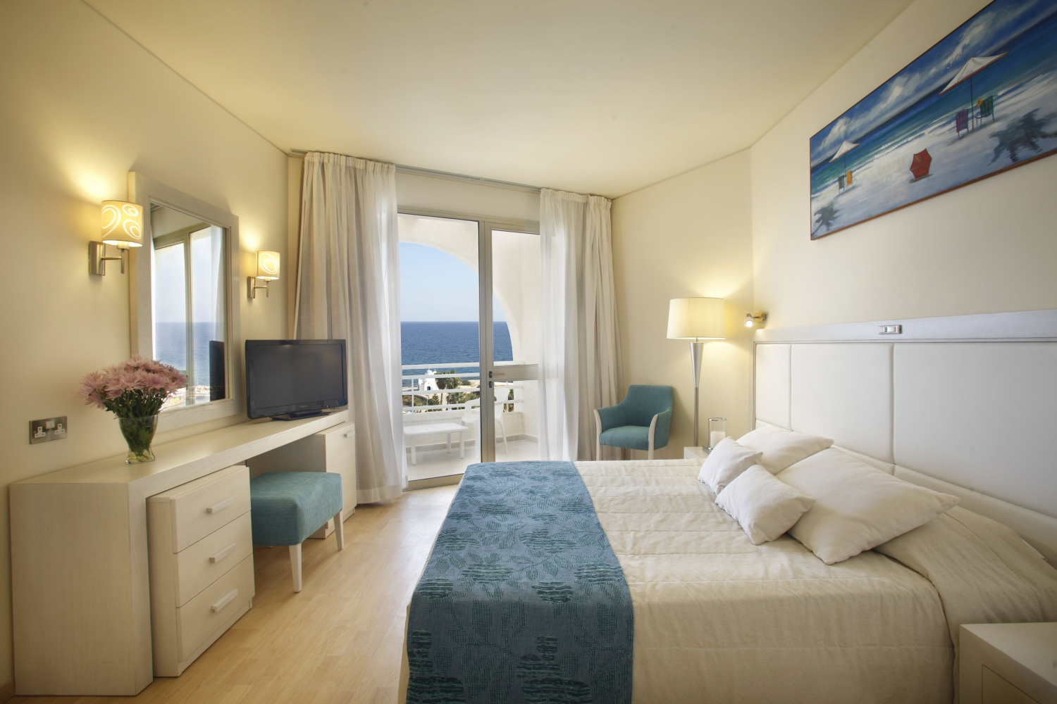the golden coast beach hotel in cyprus my guide cyprus. Black Bedroom Furniture Sets. Home Design Ideas