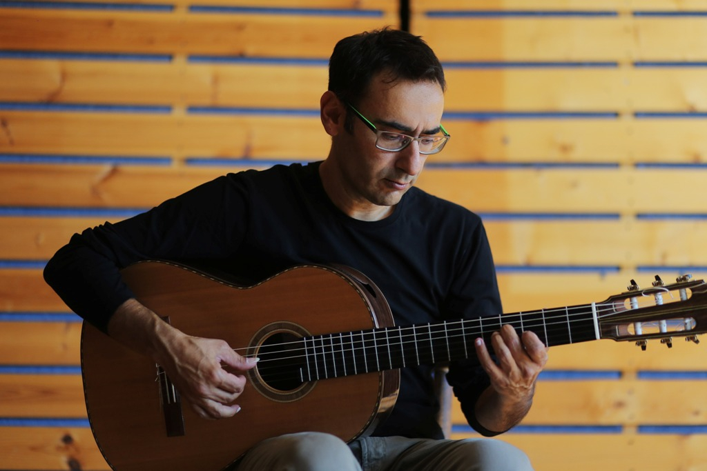 KOSTAS MAKRYGIANNAKIS classical guitar