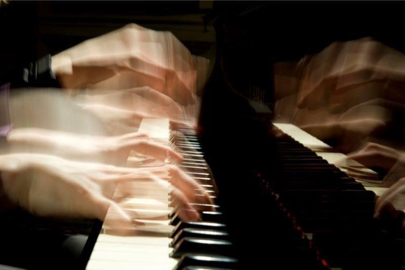 'Romantic Café au lait': Piano Recital for 4-hands
