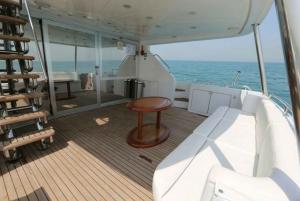 Dubai: 2-Hour 62 Foot Yacht Cruise
