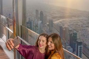 Dubai: Burj Khalifa Bubbly Sunset Experience
