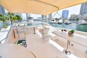 Dubai: Marina Private Luxury Yacht Tour