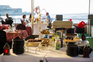 Dubai: Sunset Dinner Cruise with Unlimited Soft Drinks