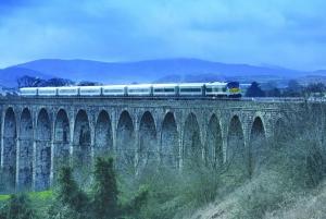 Belfast & Giant's Causeway: 2-Day Rail Tour from Dublin