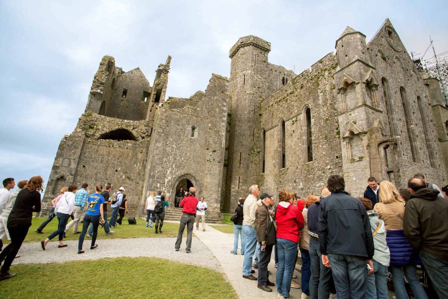 Blarney and Cahir Castles: Full-Day Tour from Dublin