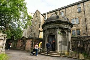 Edinburgh: Haunted Underground Vaults and Graveyard Tour