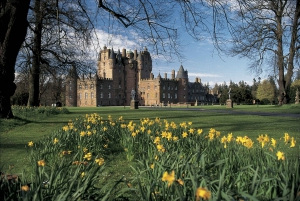 From Edinburgh: Glamis and Dunnottar Castles Tour in Italian