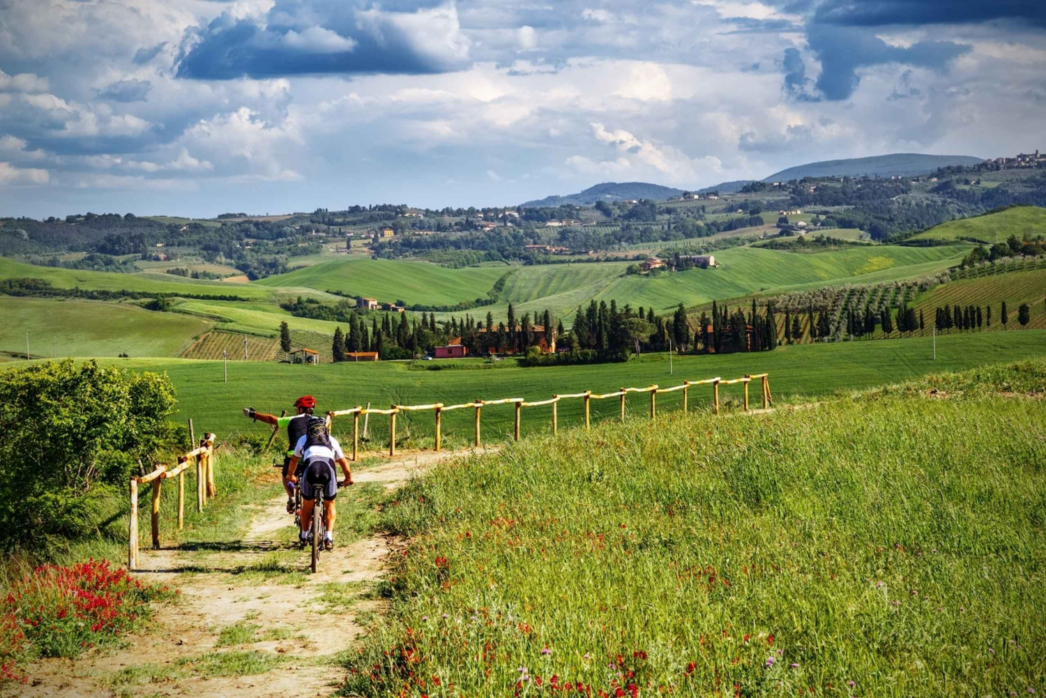 From Tuscany by E-Bike with Lunch and Wine Tasting