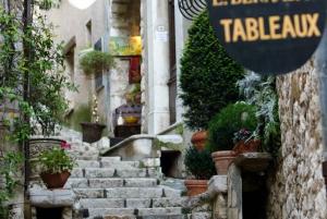 Cannes, Antibes, and Saint-Paul-de-Vence: Half-Day Tour