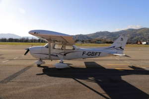 Cannes: Private Sightseeing Flight around Corsica