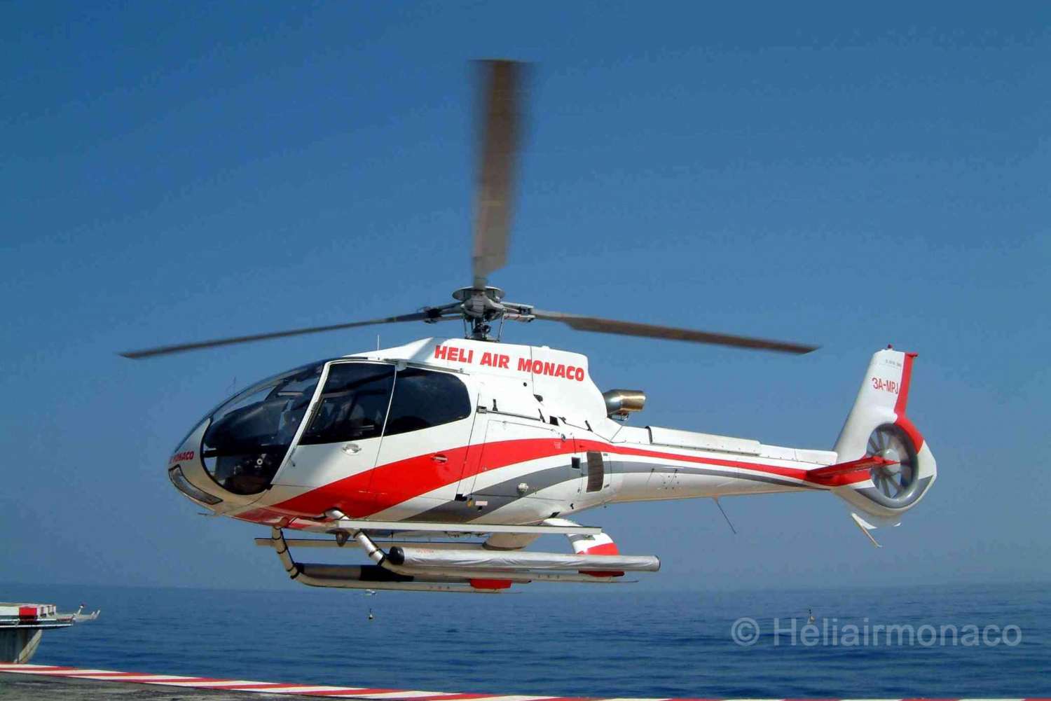 From Nice: Helicopter Transfer & Lunch in Monaco