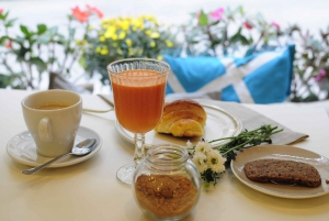 Vigo: Old Quarter Tour with Deluxe Late Breakfast