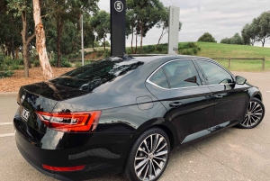 Gold Coast: Premium Airport Transfer with Meet and Greet