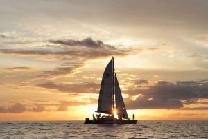 Maui: Sunset Sailing Cruise with Champagne from Lahaina