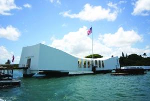 Oahu: Pearl Harbor, USS Arizona, and City Highlights Tour