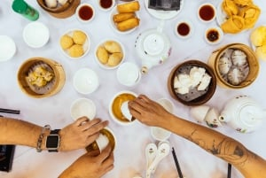 Hong Kong Island: Private Food Tour with 10 Tastings