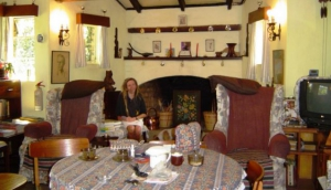 Barnley's Guesthouse & Campsite