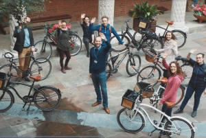 3-Hour Private Bike Tour with a Local Historian