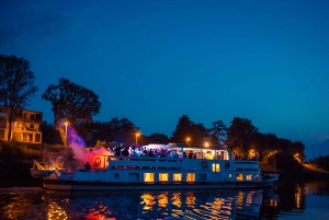 Krakow: Boat Party with Unlimited Drinks