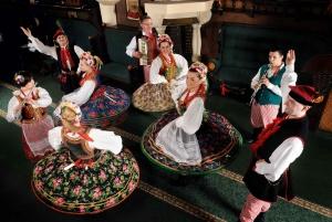 Krakow: Folk Show & 3-Course Dinner at Jama Michalika Café