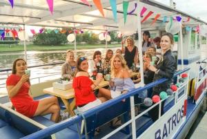 Krakow: Romantic Evening Vistula Cruise with a Glass of Wine