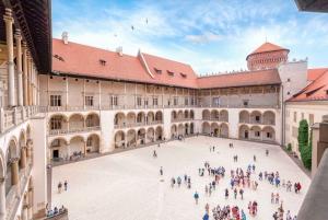 Krakow: Skip The Line Wawel Castle Guided Tour