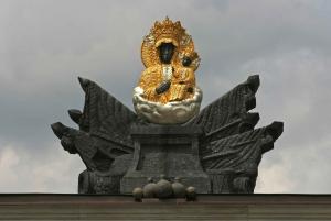 Warsaw: Transfer to Krakow with 2-Hour Czestochowa Stopover