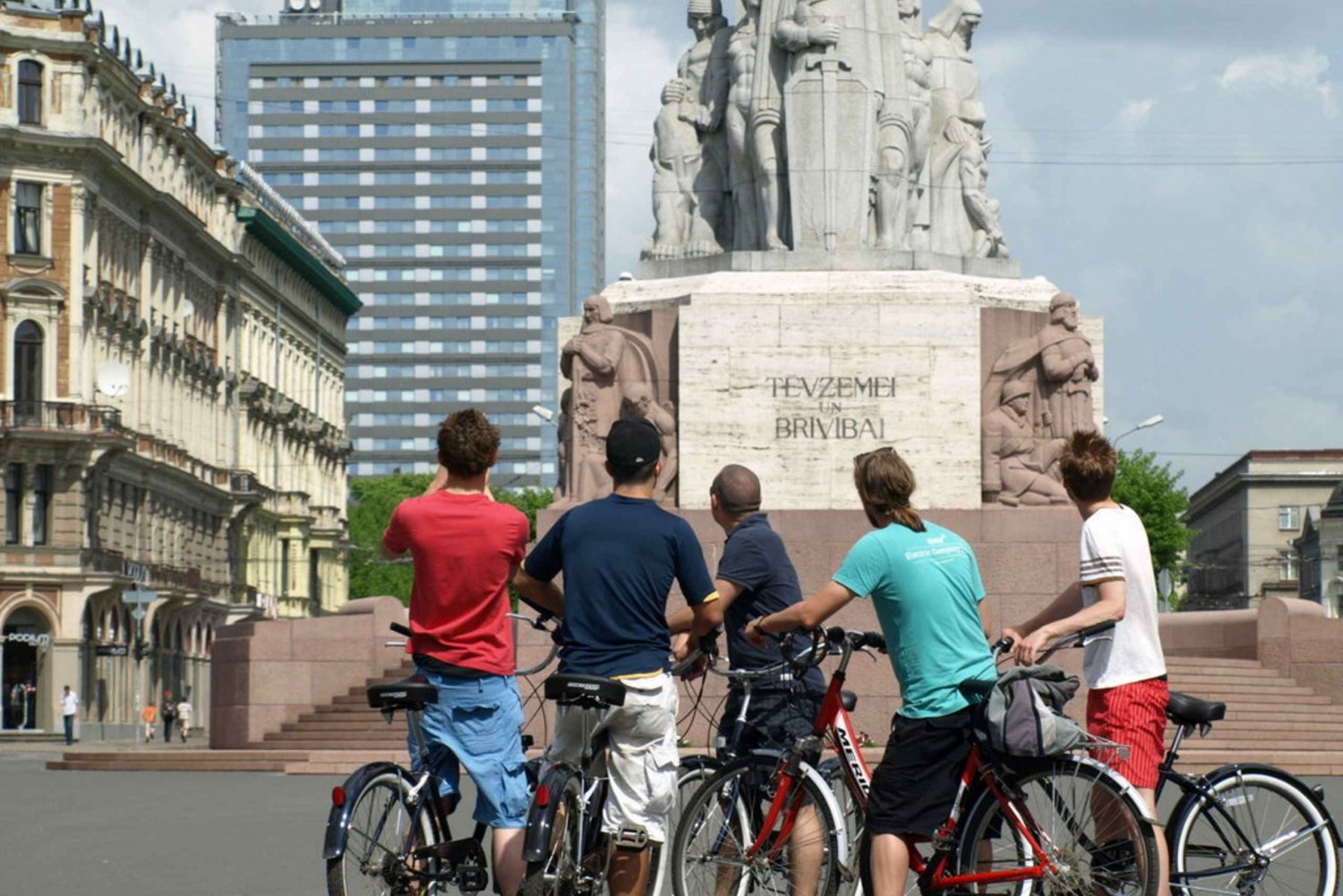 2.5-Hour Riga Cruiser Bike Tour