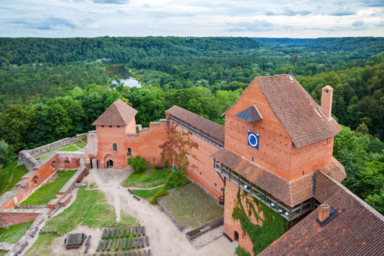 Riga: Baltic Day Tour to Sigulda - Cesis - Parnu - Tallinn