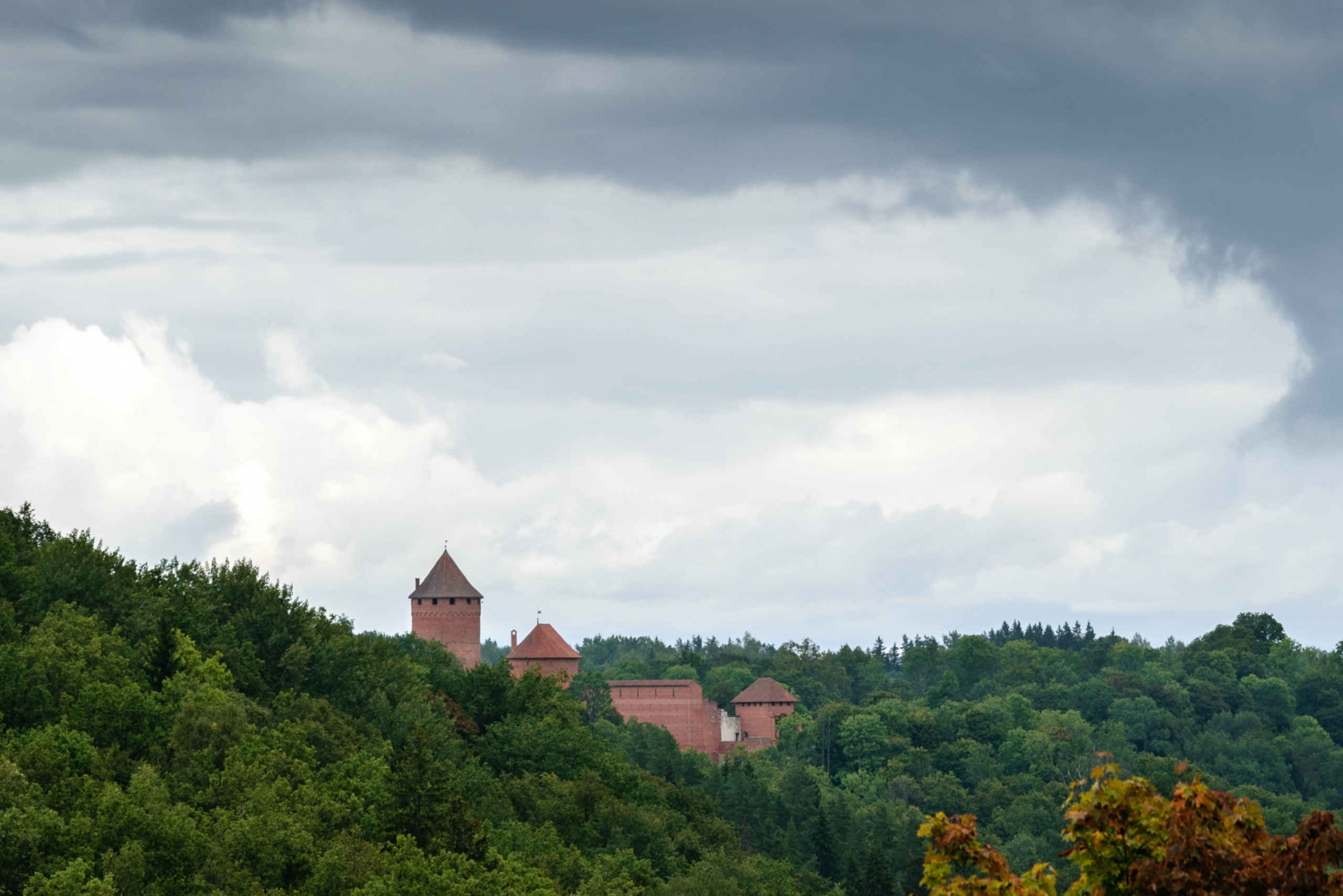 Sigulda Day Tour - Castle Ruins, Gūtmaņala Grotto, & More