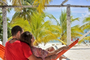 Cancun: Isla Mujeres Catamaran Tour with Lunch and Open Bar