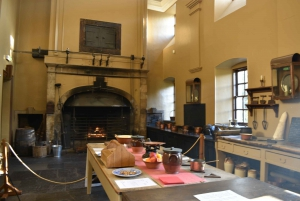 From Edinburgh: Outlander, Palaces and Jacobites Tour