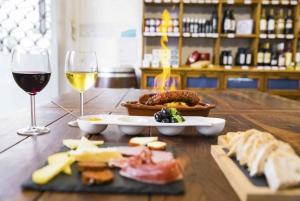 Lisbon: Food and Wine Walking Tour
