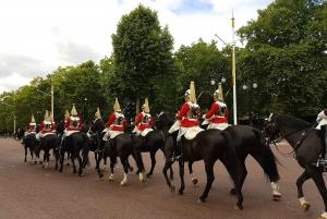 British Royalty: Changing of The Guard Walking Tour