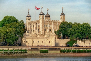 Early Access Tower of London, Royal Walking Tour & Cruise