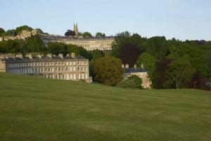 From London: Windsor Castle, Stonehenge, Lacock & Bath