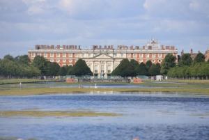 Hampton Court Palace Bike Tour, Royal Park, and Picnic