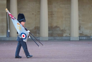London: Buckingham Palace Changing of the Guard Guided Tour