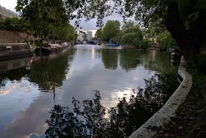 London: City Canals & Gardens Exploration Game & Tour