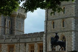 London: Full-Day Windsor Castle, Bath, & Stonehenge Tour