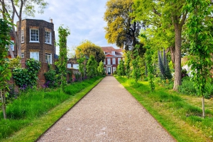 London: Hampstead Self-Guided Walking Discovery Game