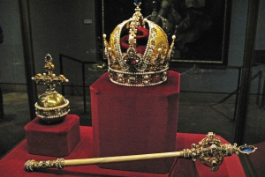 London: Tower of London Tour with Beefeater & Crown Jewels