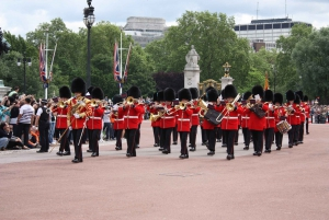 London: VIP Changing of the Guard and Hard Rock Cafe Tour