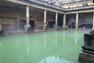 Private Full-Day Tour of Stonehenge and Bath from London