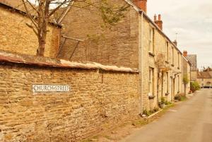 Southampton to London via Downton Abbey & Cotswolds