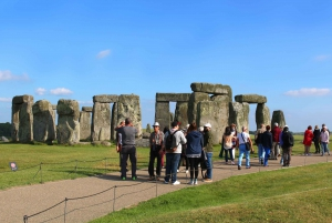 Stonehenge, Windsor, and Bath: Day Trip from London by Bus