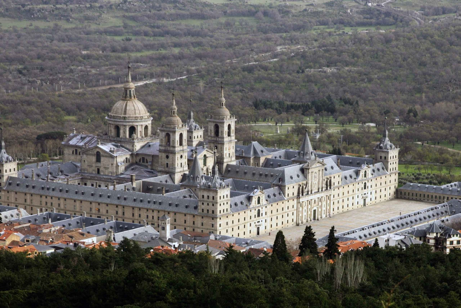 El Escorial and Valley of the Fallen: Skip-the-Line Tour