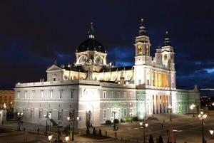 Enchanted Evening Walking Tour in Spanish