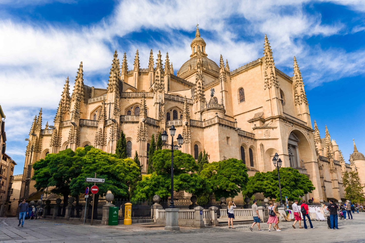 Fully Guided Segovia Day Trip & El Escorial Royal Tombs
